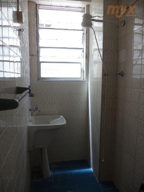 apartamento no embaré - prédio frente ao mar, sala living dividida em quarto e sala, cozinha,...