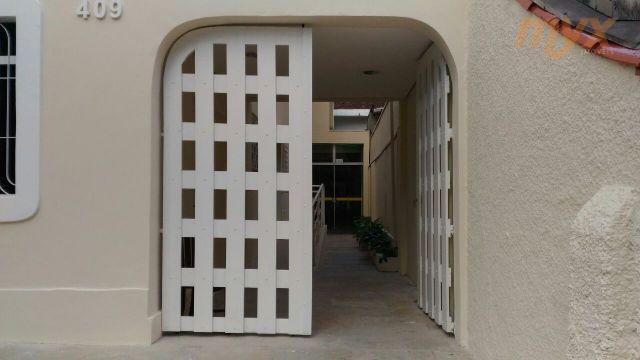 privilegiada localização - ótima casa, possui 7 salas e 5 banheiros.excelente para clinica medica ou grupo...