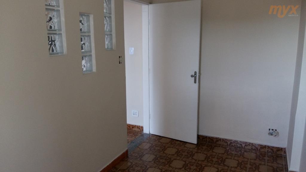 itararé -  apartamento com 2 dormitórios, sala,  cozinha, wc. prédio com elevador. garagem somente para motos.