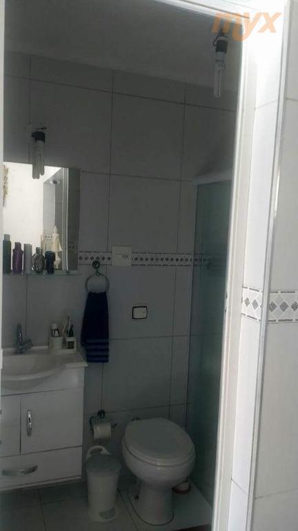 apartamento sala living modernizada de frente c/ sacada, semi-mobiliada, cozinha americana, 01 vaga de garagem, 38...