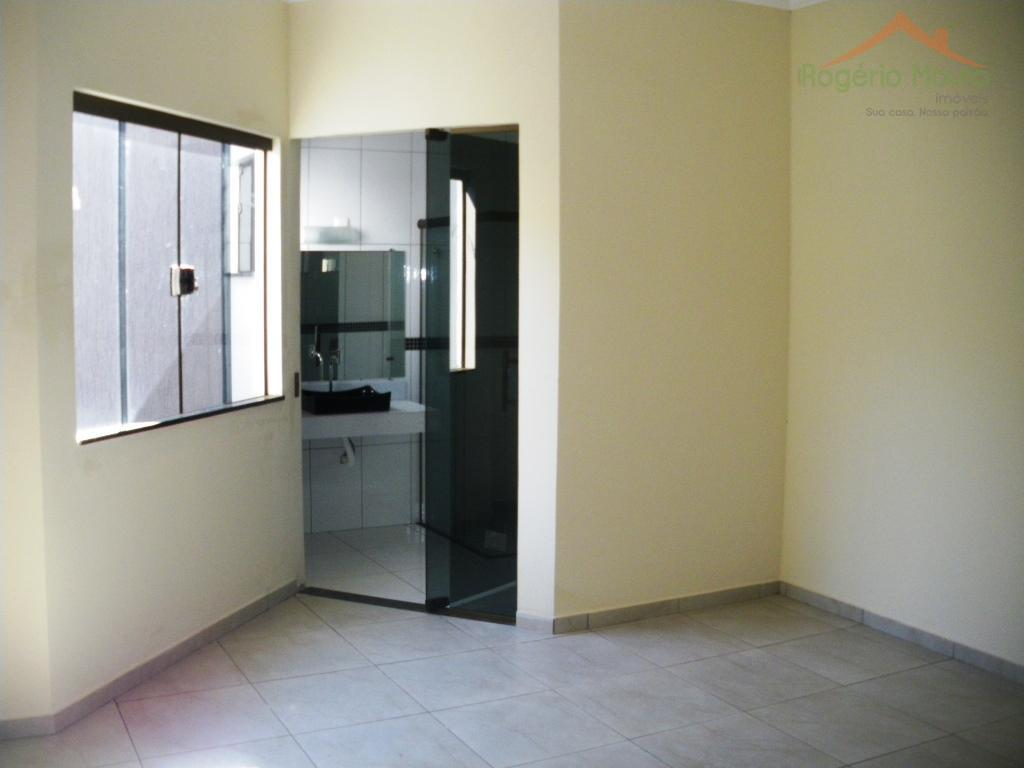 ótima casa com 3 dormitórios (uma suíte), banheiro social, sala grande com varanda, cozinha, copa, lavanderia,...