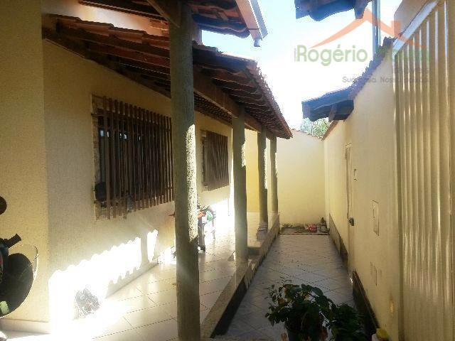 Casa residencial à venda, Jardim São Carlos, Alfenas.