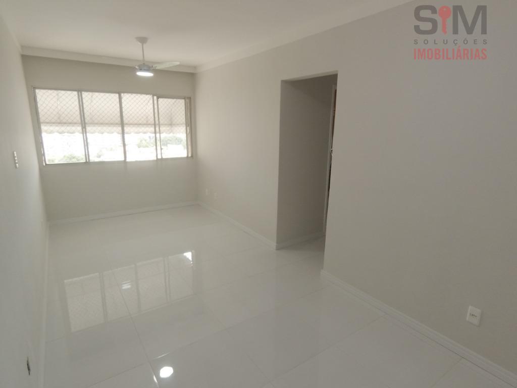 Apartamento com 3 dormitórios, reformado, alto, piso em porcelanato, no STIEP, Salvador/BA