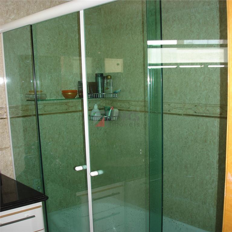 apartamento duplex para venda ou locação!piso inferior: sala com varanda; cozinha americana com armários; lavanderia interna....