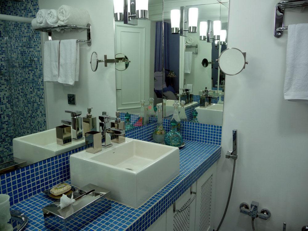 apartamento de 180 m² com 3 dormitórios (2 suítes), 4 banheiros e lavabo (metais italianos), living,...