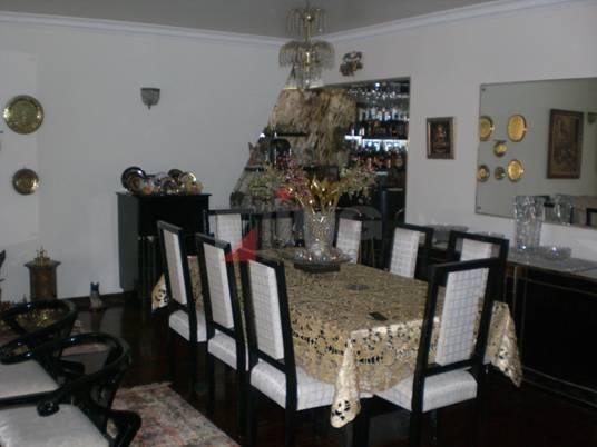 casa em local super valorizado em pinheiros, muito espaçosa. com salão de festa e piscina. aceita...