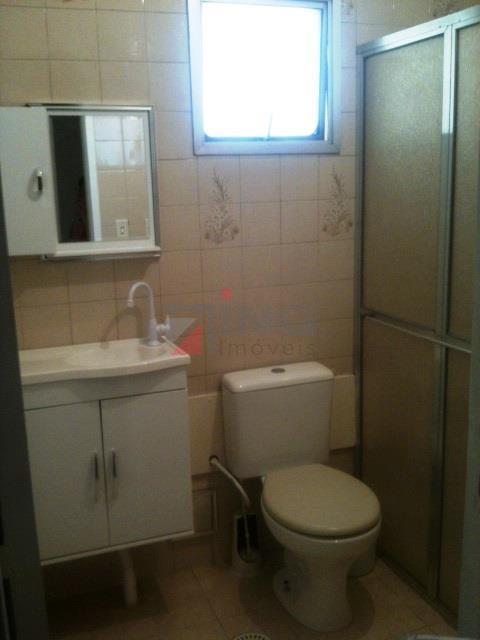 apartamento para venda e locação, bem distribuído. dois dormitórios; dois banheiros; piso em cerâmica na sala...