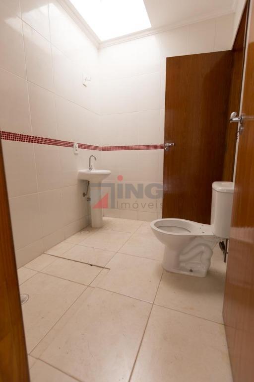 sobrado à venda em condomínio fechado com 117m² á.c; 03 dormitórios, sendo 02 suítes; sala para...