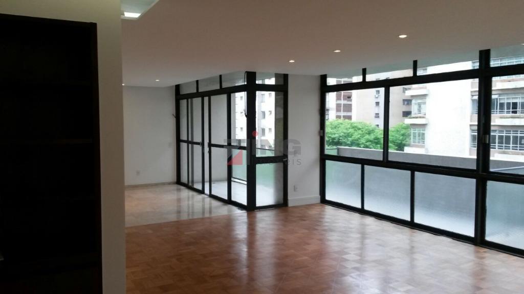 238 m² com sacada a 2 quadras da Av. Paulista