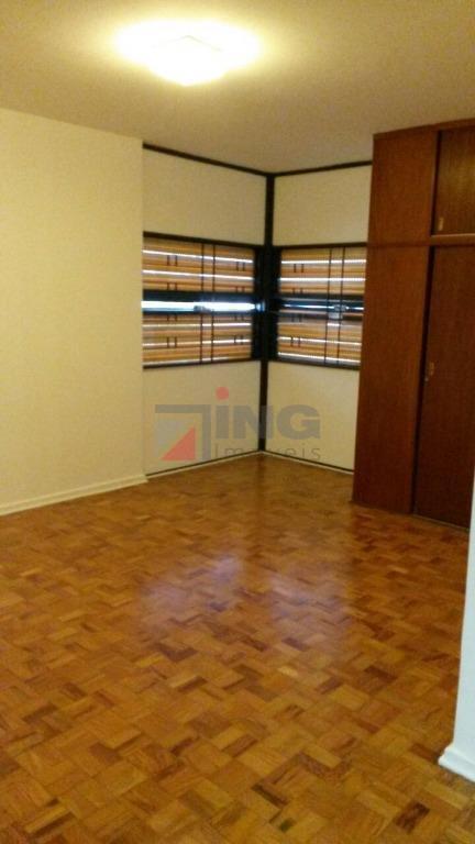 imóvel impecável, em excelente localização. muito bem distribuído, conta com 3 salas, 4 dormitórios e sacada....