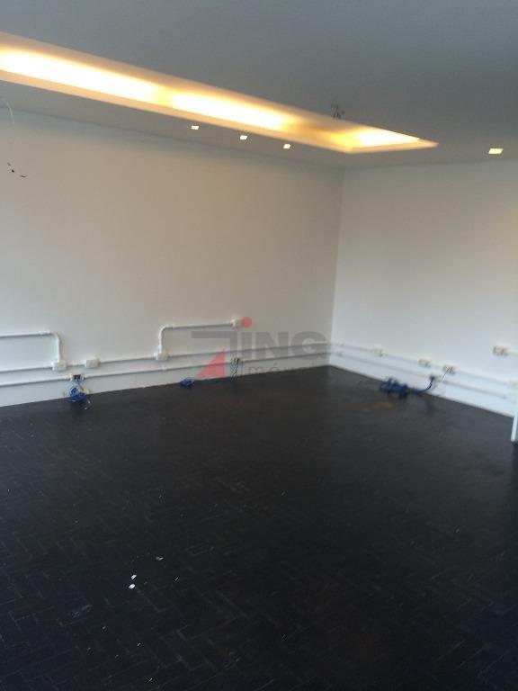 conjunto comercial com 35 m² de área útil / em vão livre / 01 banheiro /...