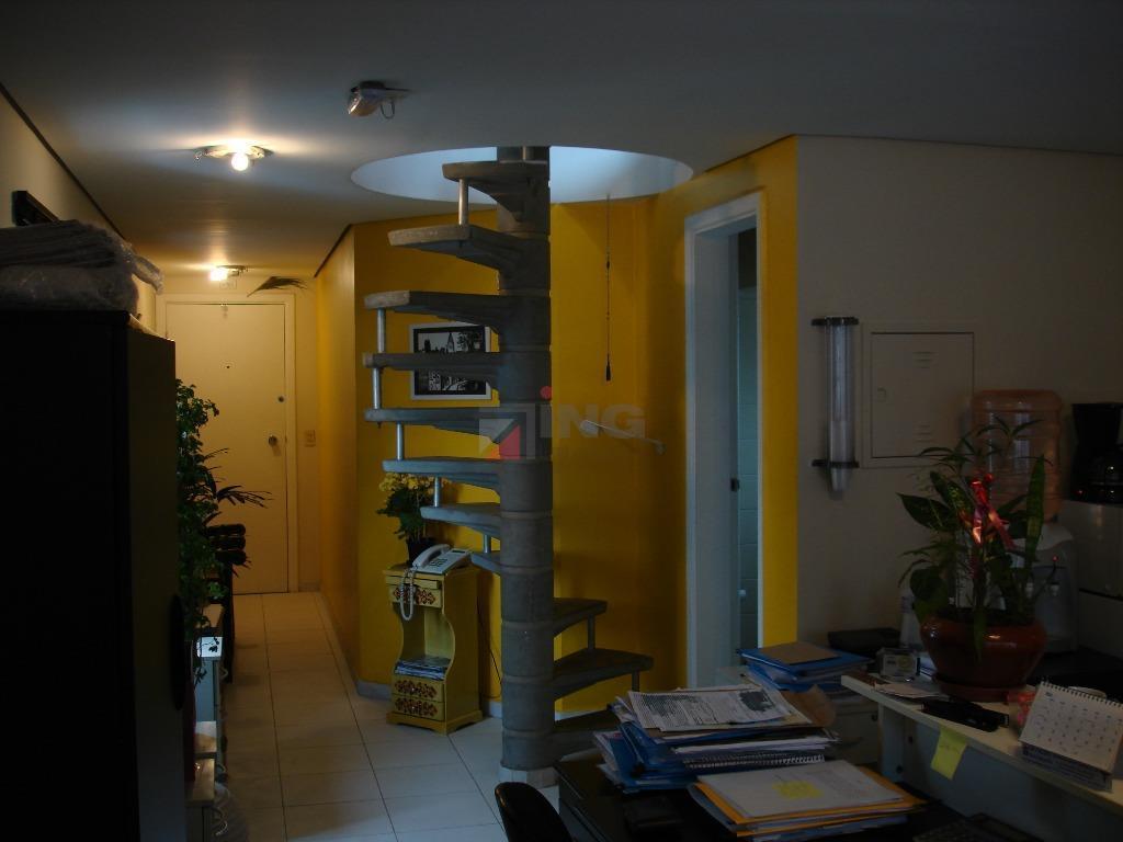 o office tower está localizado na região moema da cidade de são paulo; possui 7 andares...