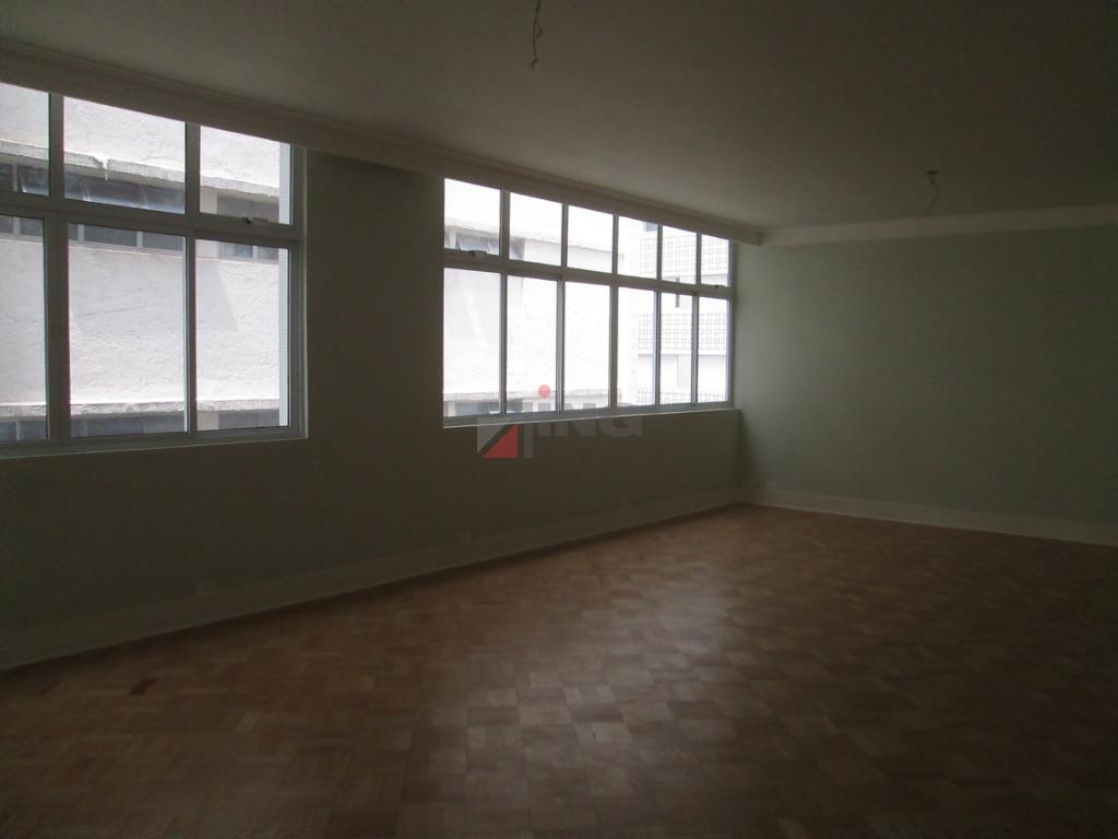 excelente apartamento à venda no bairro santa cecília. todo reformado, com ótima localização, a 80 metros...