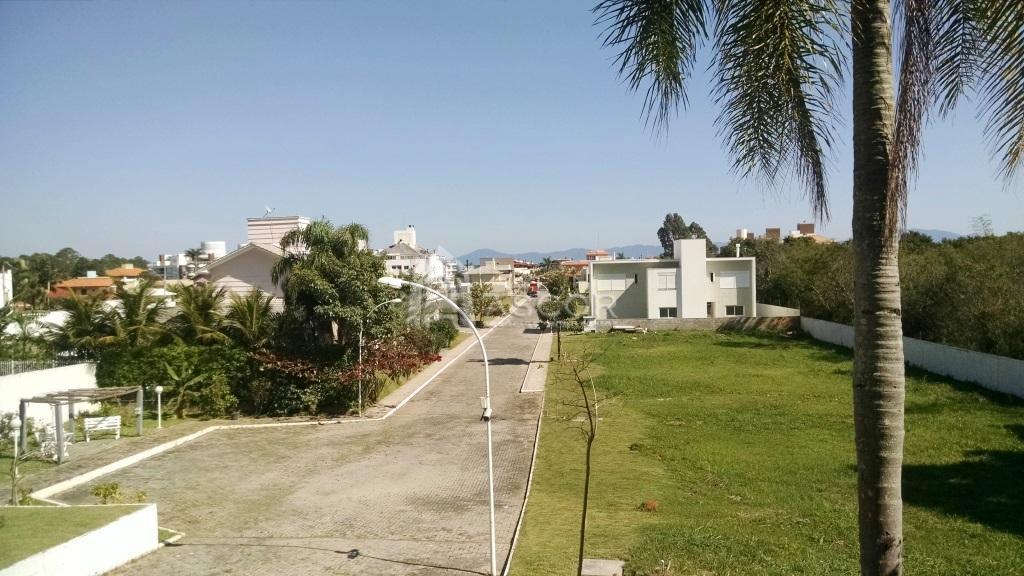 Terreno residencial em condomínio com infraestrutura completa, Cachoeira do Bom Jesus, Florianópolis.