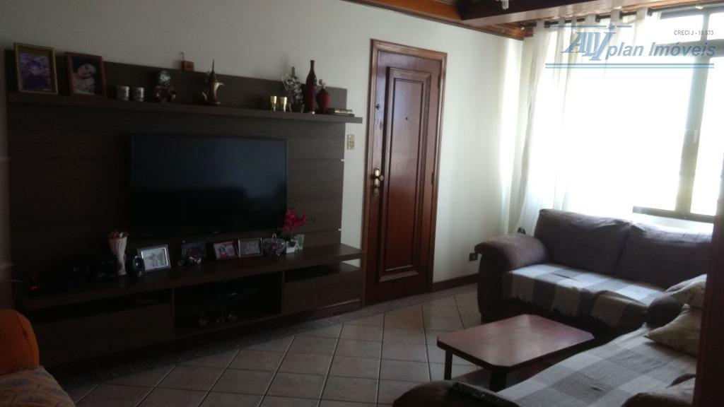 2 dorms, mobiliado, piso frio, área de serviço, garagem, no bairro do Gonzaga.