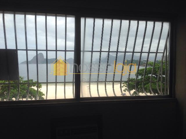 oportunidade única de morar em icaraí de frente para a praia. amplo apartamento em estado original...