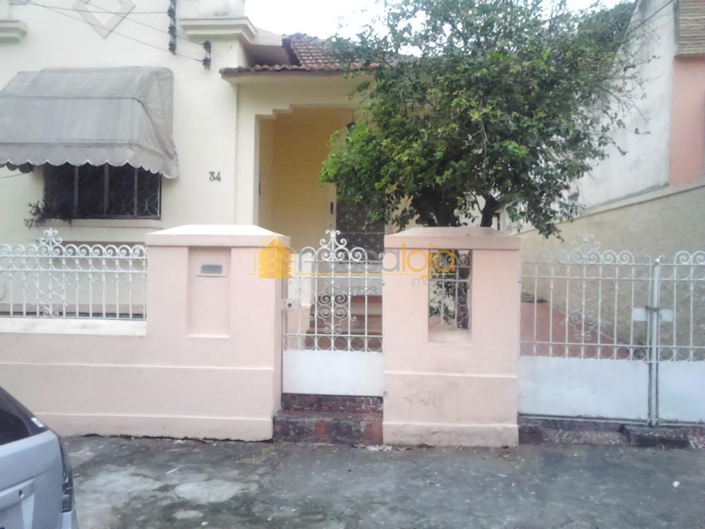 Casa Vazia, Junto Colégio N.S. Mercês, Vrda, 2 Salas, 3 Qtos, Copa Cozinha, Área, Quintal.