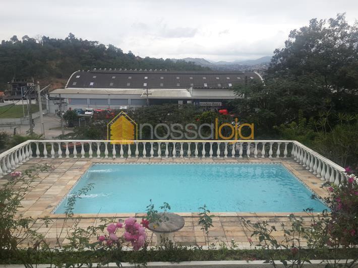 magnifica residencia. vista deslumbrante, grande área verde com arvores frutiferas. varandão, salão de visita, salão de...