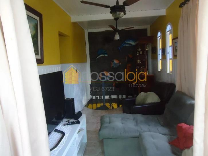 ótima casa duplex, composta varandão com fechamento em blindex, sala de estar e sala de televisão,...