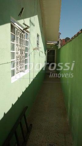 casa totalmente reformada em bairro com ótima localização próximo a av. ruy rodrigues.casa quitada e com...