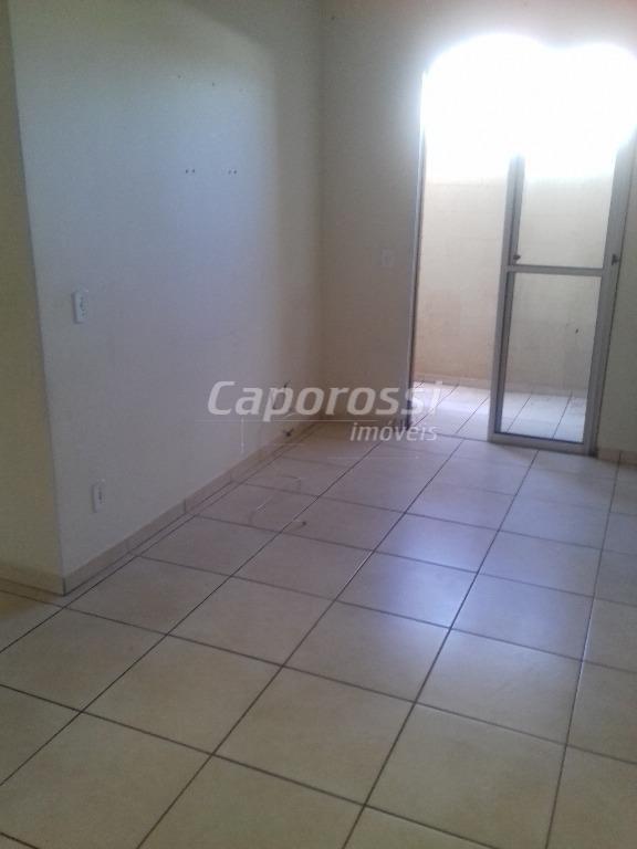 apartamento térreo com varanda e churrasqueira.oportunidade única em amplo apartamento no residencial cosmos.documentação em ordem para...