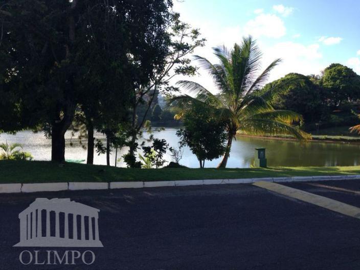 casa com quatro suítes, dois pavimentos, vista lagoa e piscina.