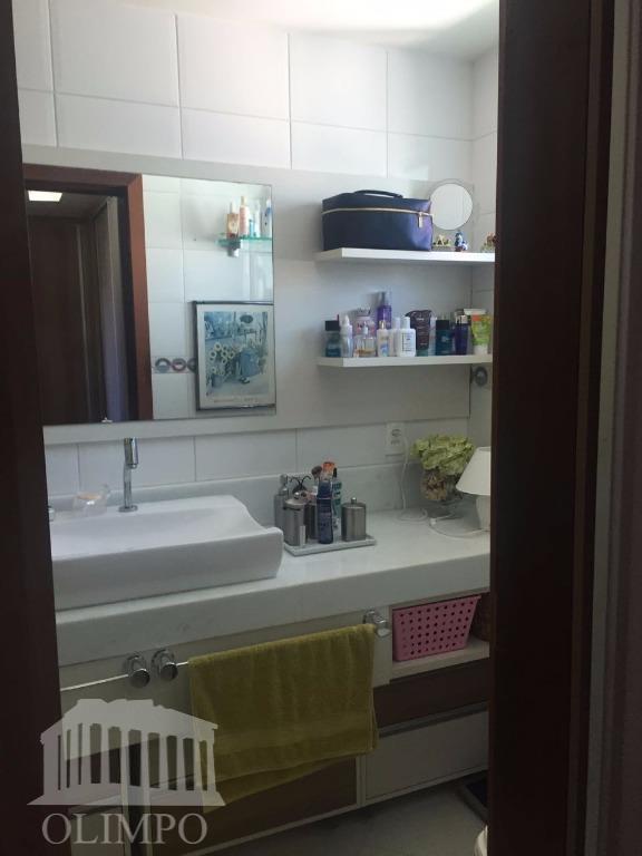 metragem:construída: 355 m² / total: 1.000 m²número de dormitórios:5número de suíte:4número de banheiros:6posição do sol:nascentevaga de...