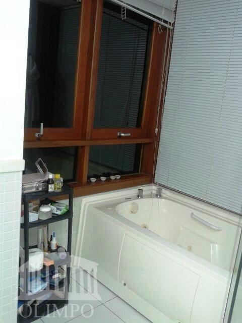 metragem:construida: 400m² / total: 1000 m²número de dormitórios:4número de suíte:4número de banheiros:5posição do sol:nascentevaga de garagem:4estrutura...