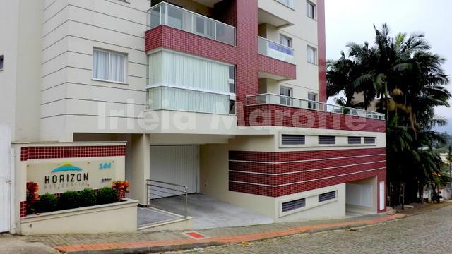 localizado bem no começo do jaraguá esquerdo, este apartamento fica no edifício horizon. sua localização é...