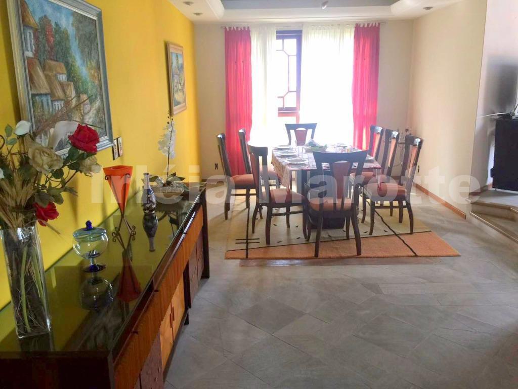 construída para oferecer conforto extremo aos moradores, esta casa conta com vários cômodos amplos. pra quem...