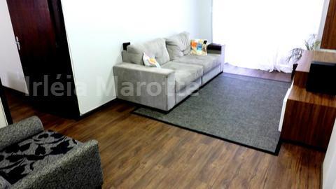a primeira impressão que sentimos quando a gente entra neste apartamento é o aconchego e a...
