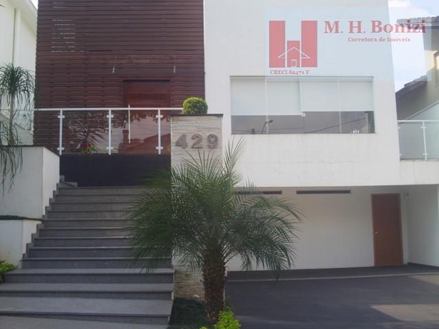 Casa à Venda no Condomínio Arujá 5.