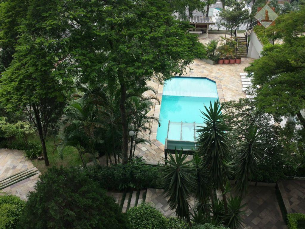 bem localizado, perto do shopping jardim sul , com 210m² uteis. face norte. ampla area social...