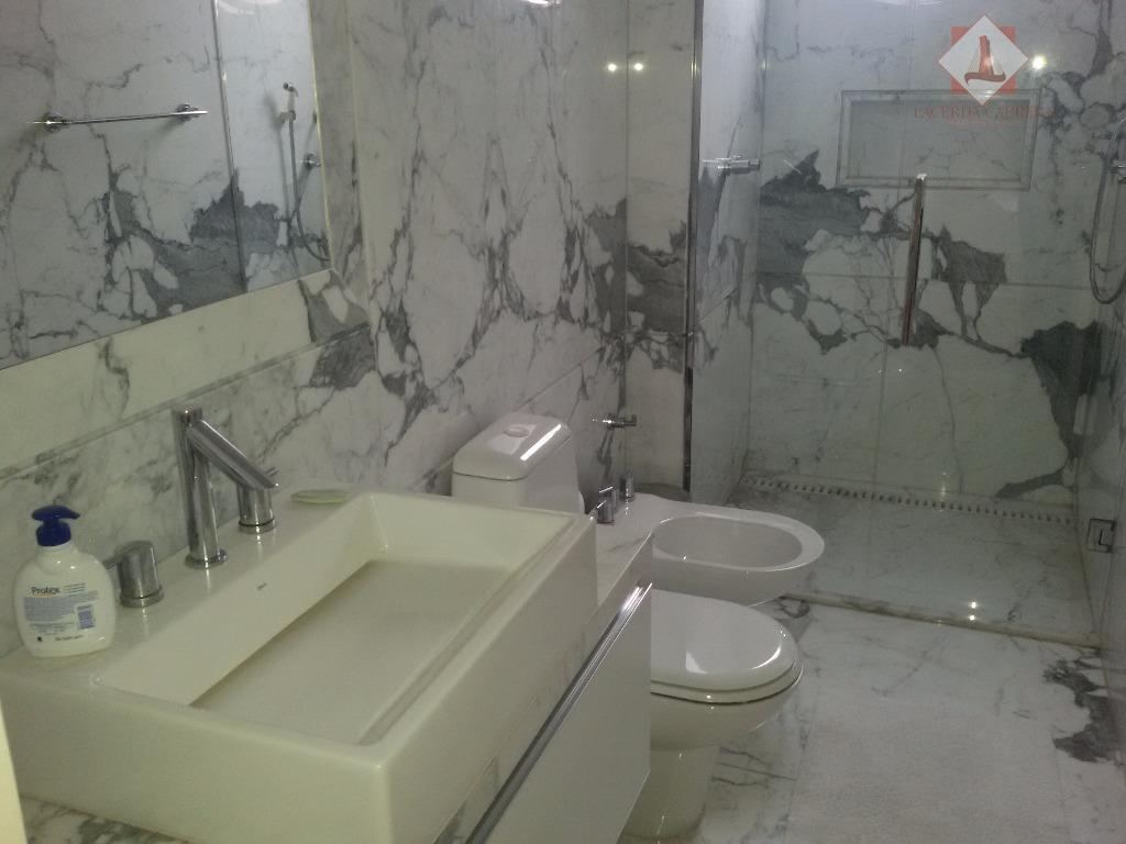 espetacular duplex com vista panorâmica para a marginal, acabamentos em mármore carrara importado, armários em madeiras...