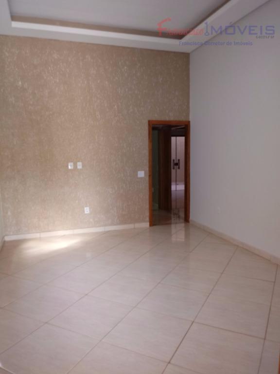 ótimo investimento para sua família residir. bela residencia, boa localização, fácil acesso , próximo ao shopping,,...