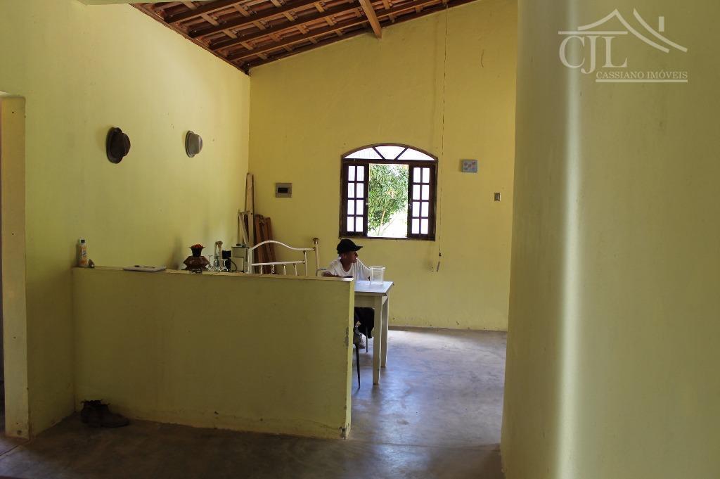 lindo sítio em guararema,próximo ao asfalto: -casa sede com 2 dormitórios, copa, cozinha estilo americana, sala,...