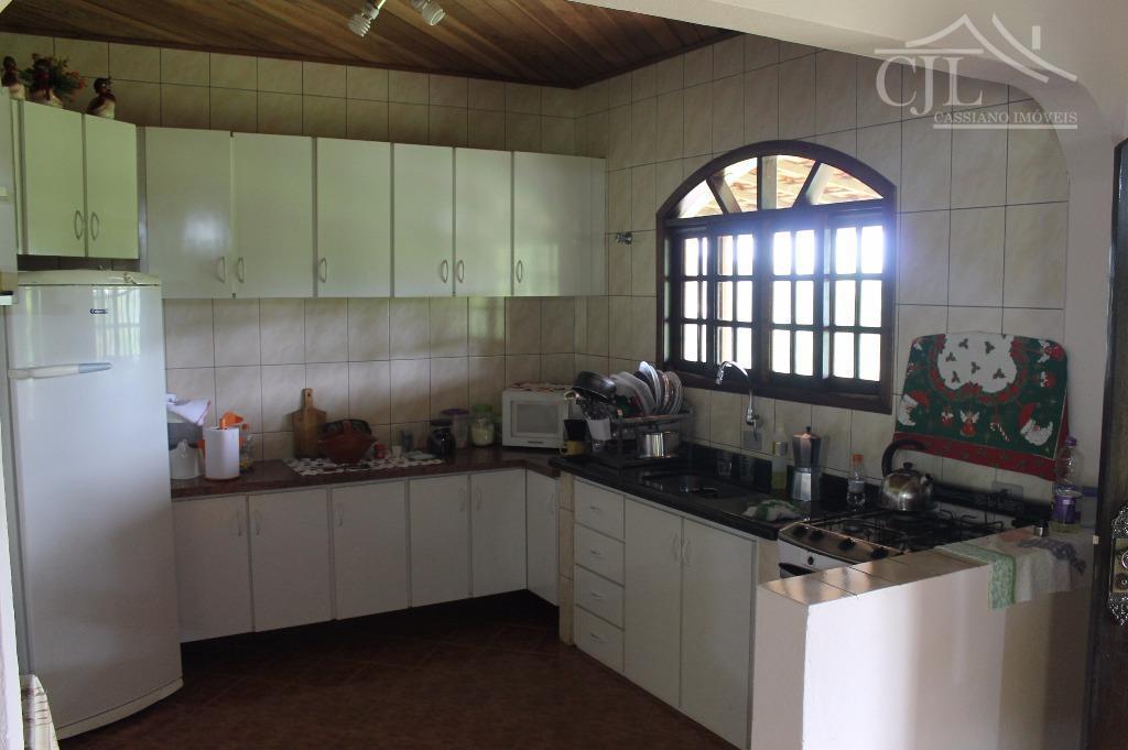 belíssima chácara em condomínio a 1 km do asfalto, casa sede 3 dormitórios,sala 2 ambientes, cozinha...