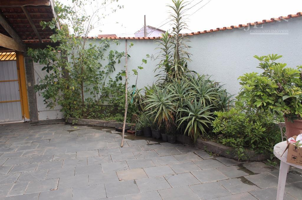 belo sobrado em bairro excelente de mogi das cruzes, 3 dormitórios, (sendo 1 suíte com sacada),...