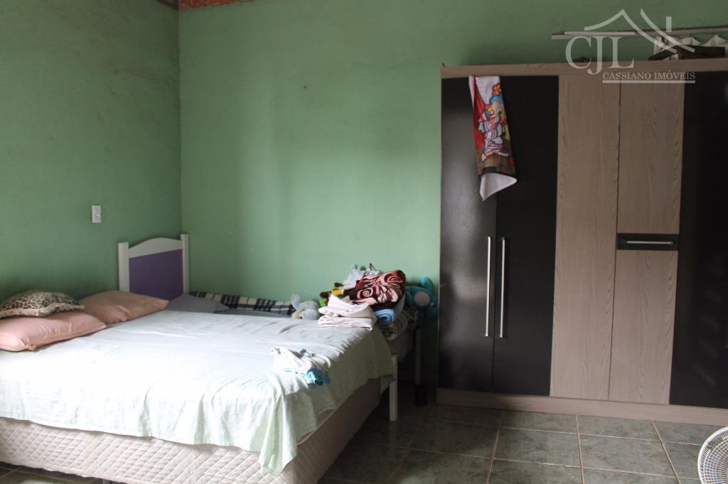 linda casa em biritiba mirim, *social: sala 2 ambientes e varanda. * intima: 3 dormitórios sendo...