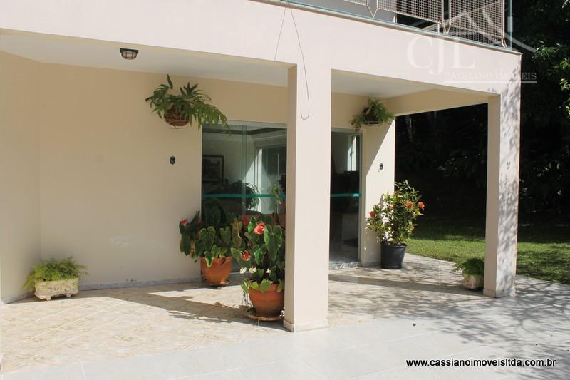 com uma área total de 57.574 m², com escritura registrada.-casa principal com 280 m², sendo o...