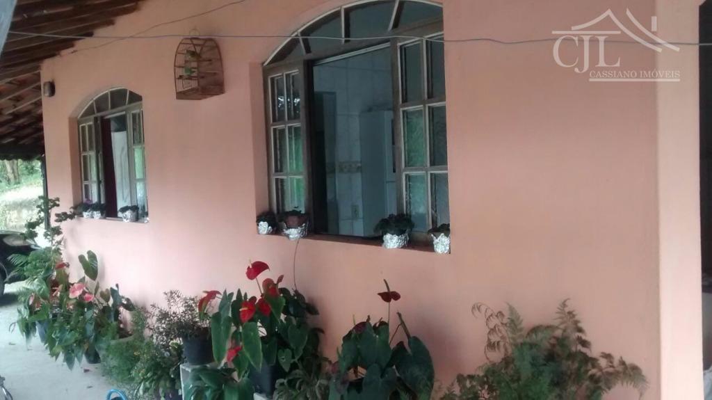 ótima chácara em biritiba mirim em local tranquilo e seguro.- casa sede com uma construção excelente,...