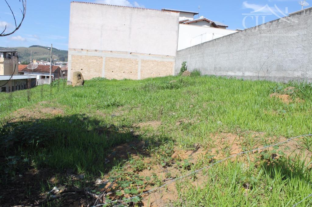 lindo terreno em bairro nobre da cidade de salesópolis,localização excelente no centro da cidade em bairro...