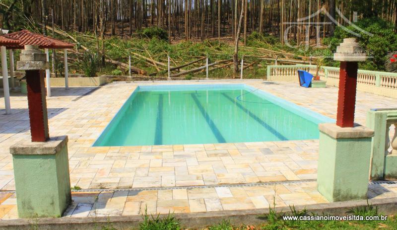 magnifico sítio de 80.000 m² (oitenta mil metros quadrados)a 2 km do asfalto. (fácil acesso)casa sede...