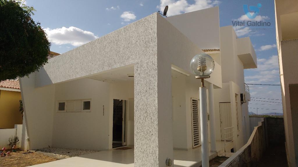Ótima Casa em Condomínio Fechado