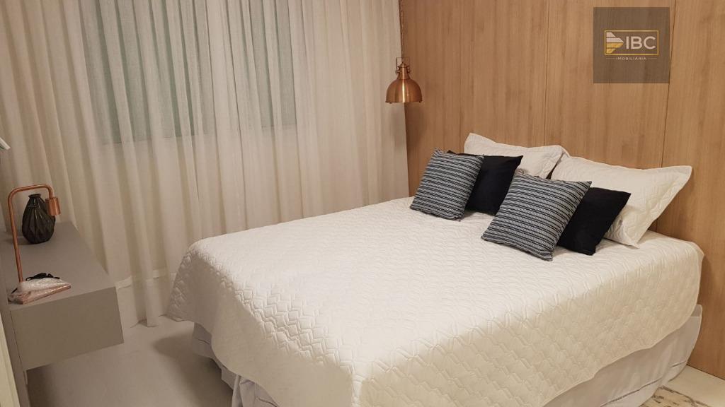 03 suítes, andar alto, 04 vagas, possui vista do mar. apartamento novo, baixo custo condominial a...