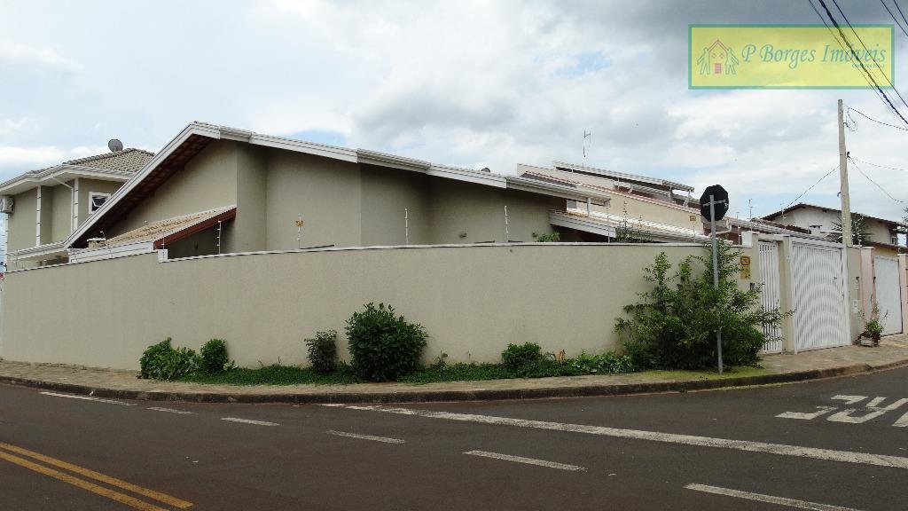Casa térrea de 3 dormitórios - 1 suíte - Terras do Barão - Campinas