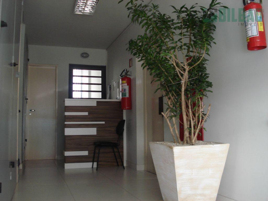 apartamento claro e arejado, com amplo dormitório, armário embutido, living, banheiro social, cozinha com pia/gabinete e...