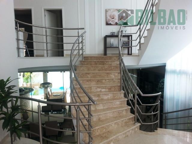casa seminova, acabamento de muito bom gosto, com quatro suítes, três salas, completa em armários, piscina...