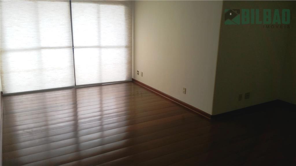 amplo apto. com 170 m2 área útil, 3 dormitórios sendo um suíte com hidro, amplo living...