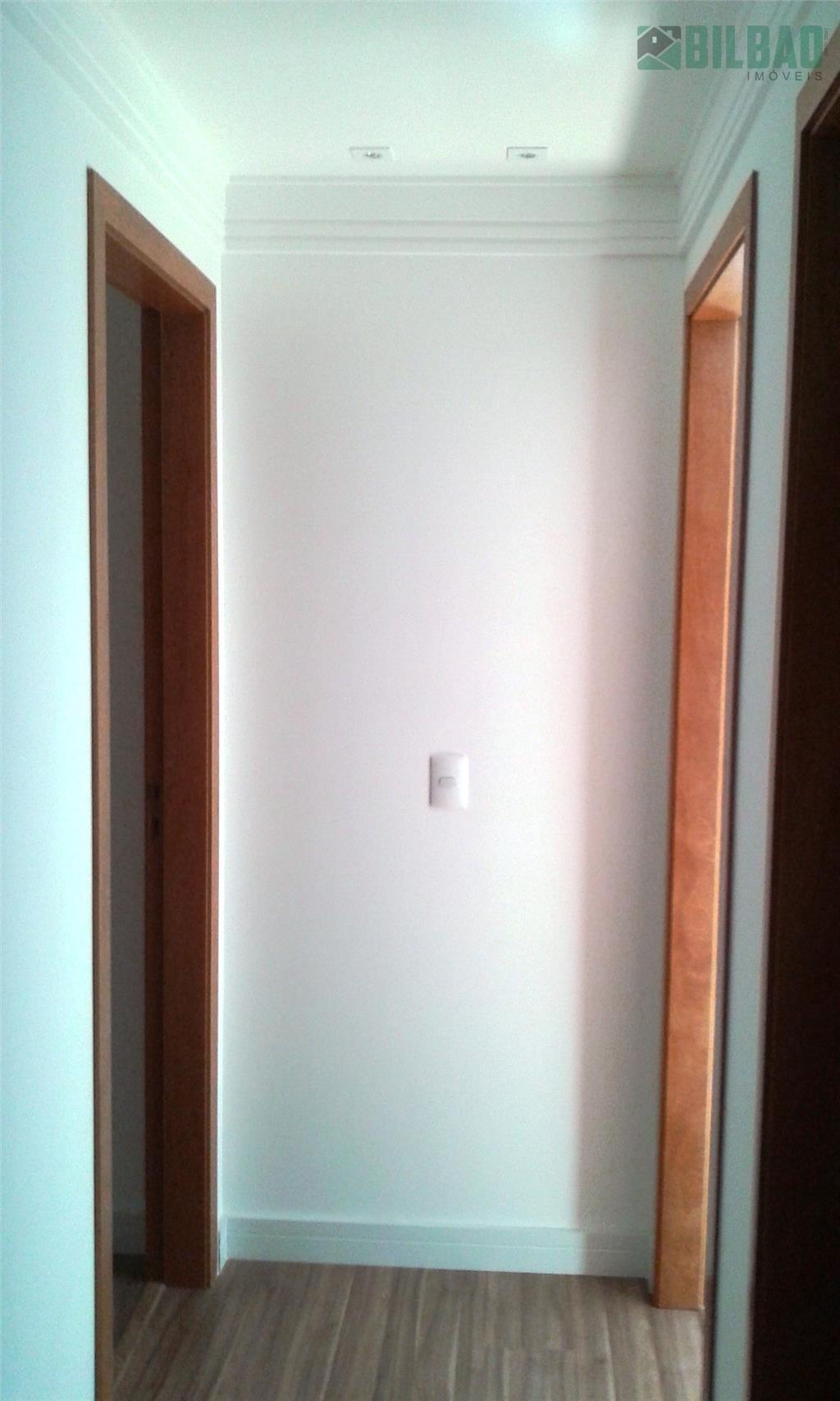 oportunidade ! ! guanabara, localização privilegiada, excelente apartamento, sala com sacada, 2 dormitórios (1 com a/c),...